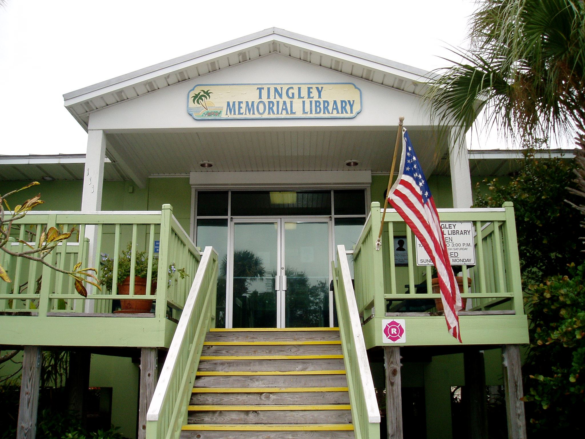 Entrance to Tingley Memorial Library